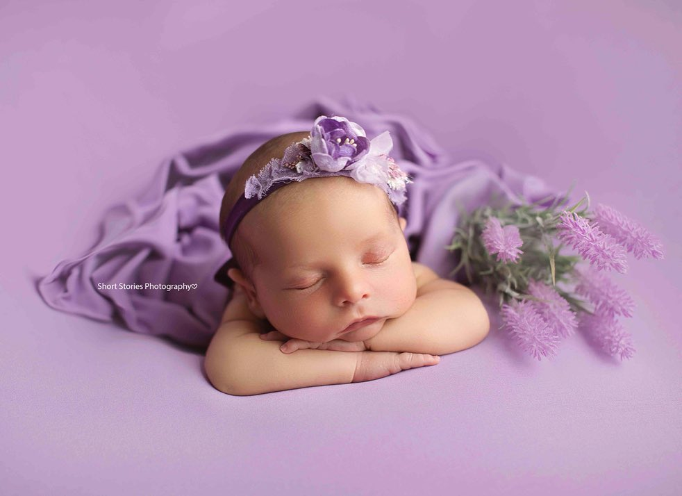 Newborn Photography - Chin on Hands